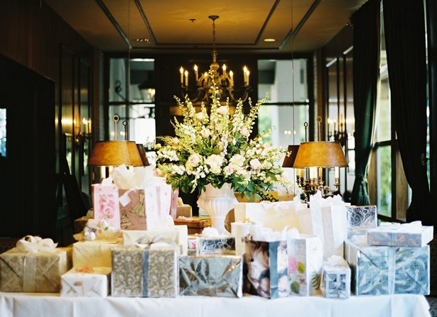 wedding-gift-table