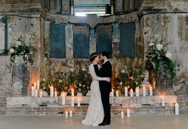 baroque-wedding-inspiration-with-a-romantic-boudoir-session-01-600x411
