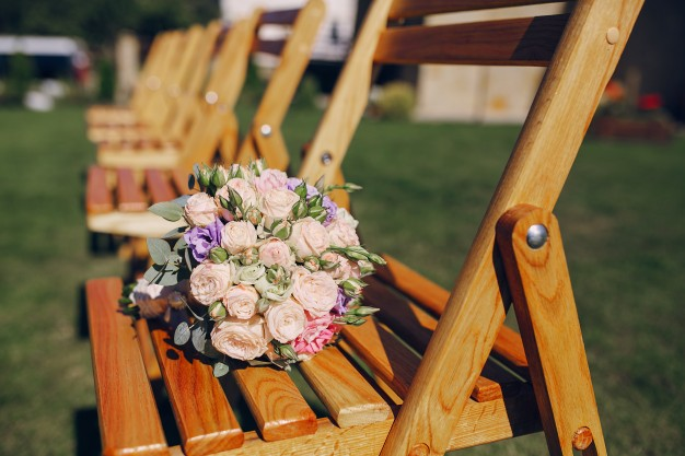 bouquet-of-flowers-on-a-chair_1157-778