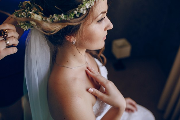 bride-having-her-hair-done_1157-812