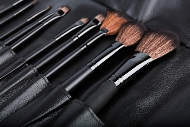 set-of-cosmetic-paint-brush-for-makeup_1232-2061