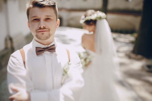 groom-with-blur-background_1157-800