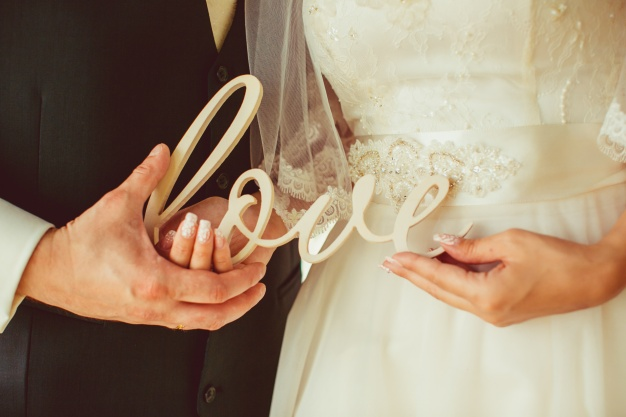 newly-married-couple-holding-the-letters-of-love_1304-622