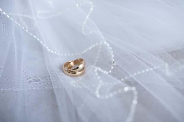 white-rings-decoration-macro-2