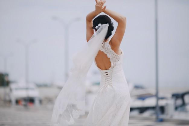 dancing-bride-at-the-port_1157-231